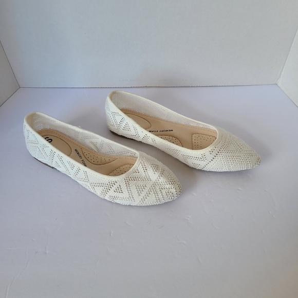 White Patterned Flats, SO-Memory Foam, NWOT, 6.5